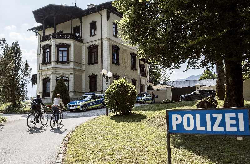 """Watzmann ermittelt Drehort - Das """"echte"""" Polizeirevier in Berchtesgaden ist zugleich das Revier der ARD Serie, Bild: ARD/Susanne Bernhard (S2)"""