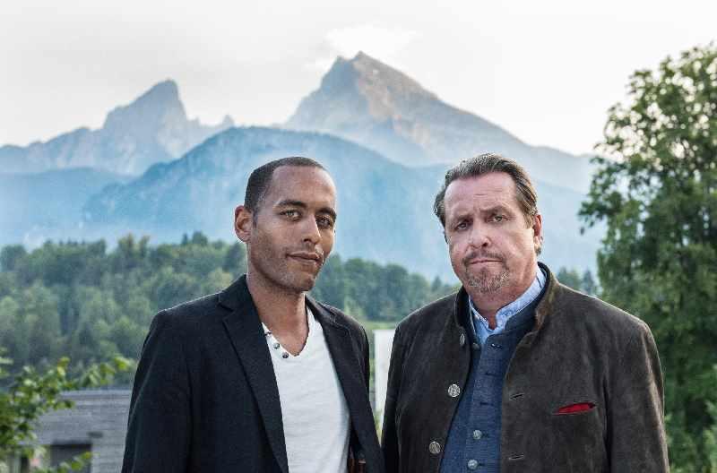 Die Watzmann ermittelt Drehorte - Andreas Giebel vor den Bergen in Berchtesgaden