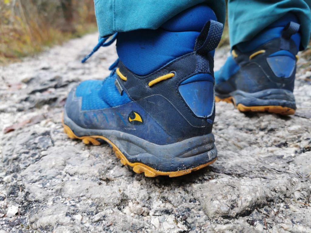 Unbedingt Wanderschuhe mit guter Sohle anziehen! Mit unseree Viking Schuhen ist es sehr gut gegangen.