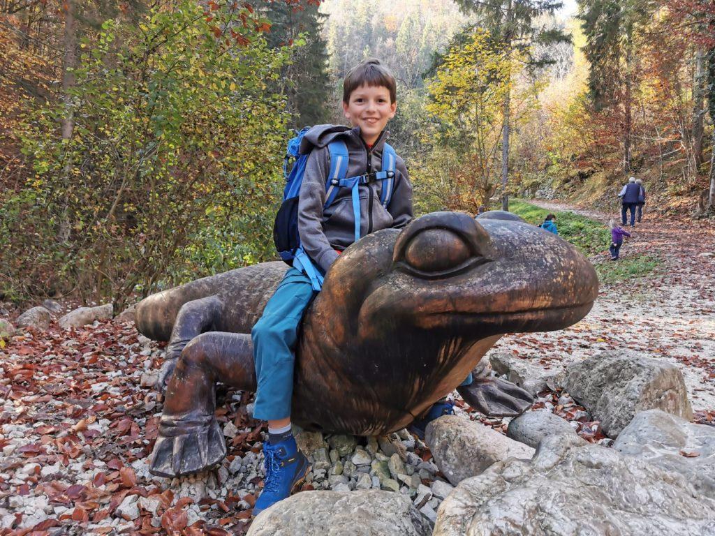 Almbachklamm wandern mit Kindern - und den großen Salamander begrüßen