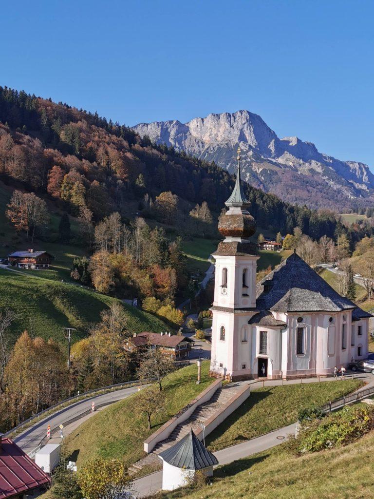 Gehört zu den Berchtesgaden Sehenswürdigkeiten: Die Wallfahrtskirche Maria Gern