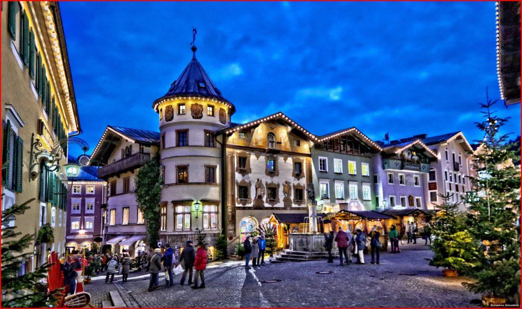 Weihnachtsmarkt Berchtesgaden mit den weihnachtlich beleuchteten Gassen