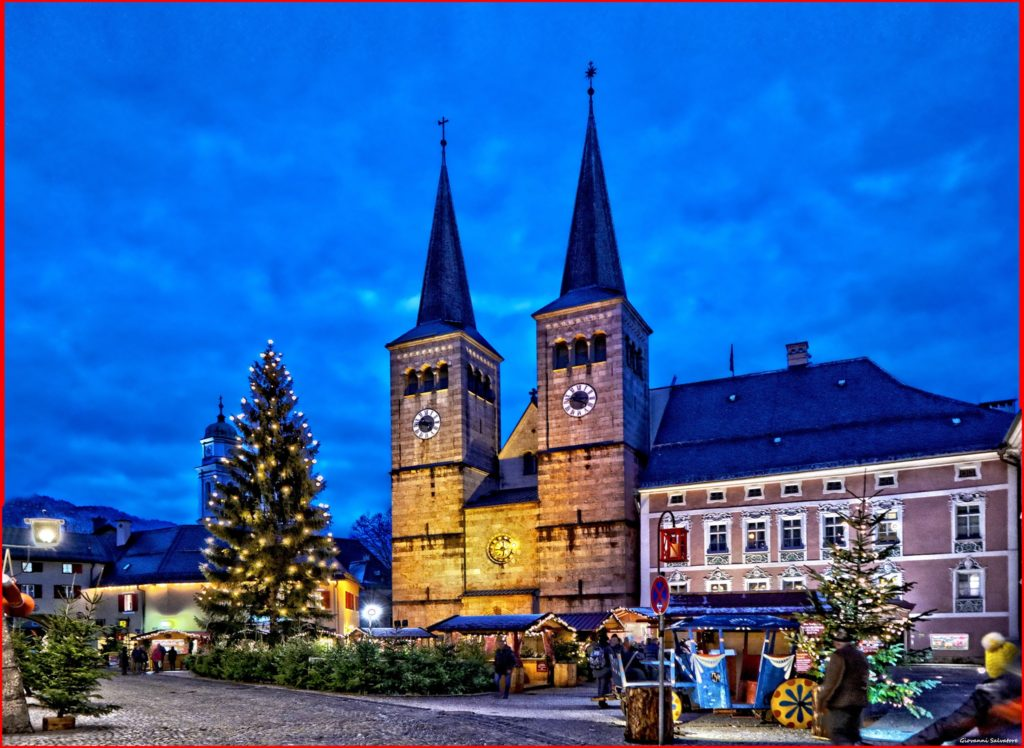 Weihnachtsmarkt Berchtesgaden mit Kirche