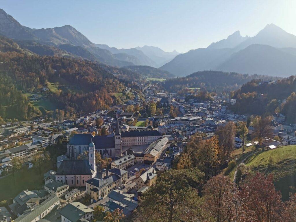 Ferienwohnungen Berchtesgaden finden und diesen Ausblick über den Ort geniessen