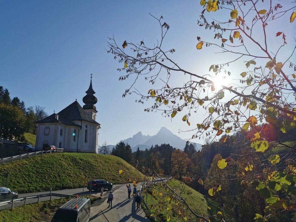 Bekanntes Fotomotiv in Berchtesgaden - die Kirche mit dem Watzmann