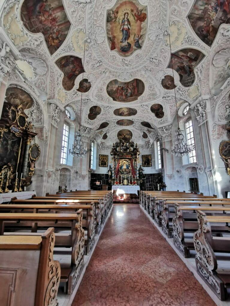 So prunkvoll ist die Maria Gern Kirche innen