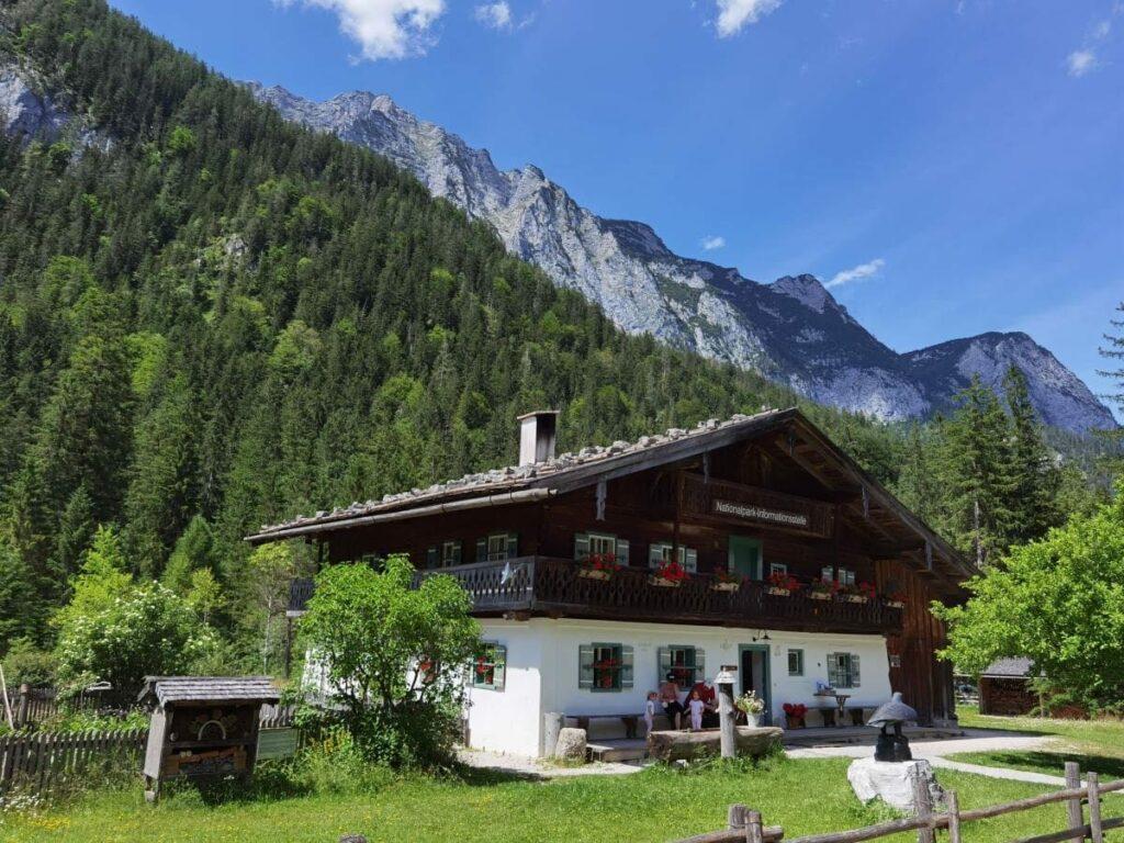 Klausbachhaus - die Informationsstelle des Nationalpark Berchtesgaden, am Eingang ins Klausbachtal