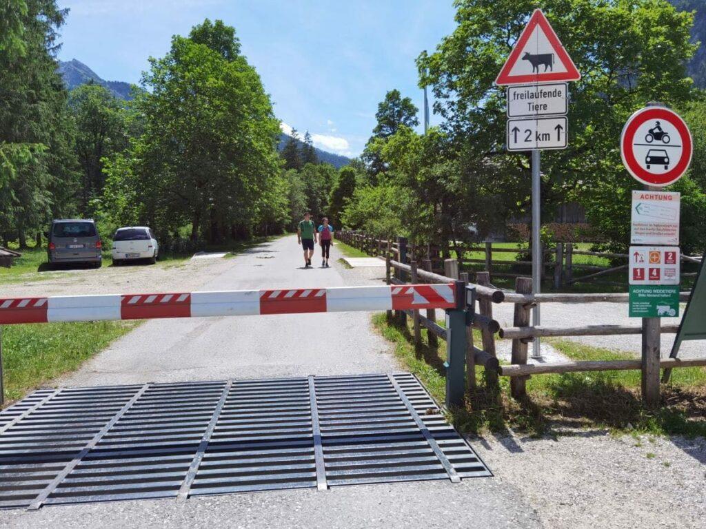 Bis hier kannst du ins Klausbachtal mit dem Auto fahren, dort ist offizielle Hirschbichlstraße Parkplatz