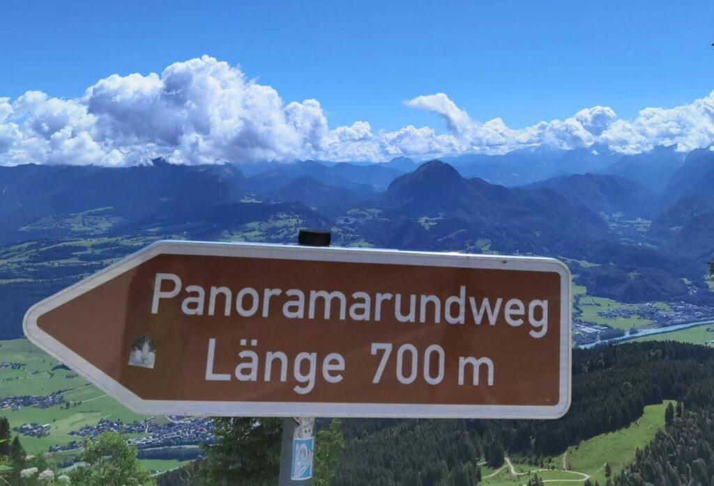 Direkt von der Rossfeld Panoramastrasse führt der Panoramarundweg auf einen aussichtsreichen Buckel